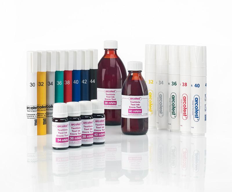Testtinten PINK Flaschen und Stifte